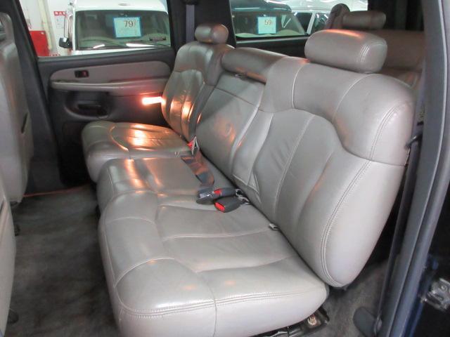 セカンドシートは3名乗車可能な6.4タイプモデル!