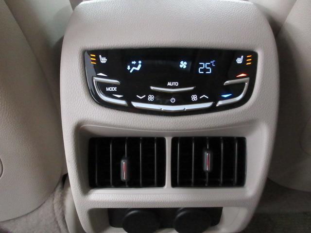 プレミアムベースの当車両は後席もエアコンが装備されます♪