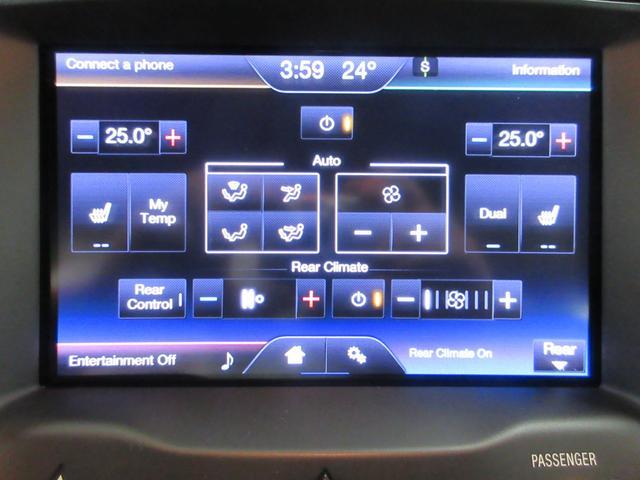 エアコンパネルはタッチ式の左右独立温度設定が可能♪もちろんシートヒーターもあります!