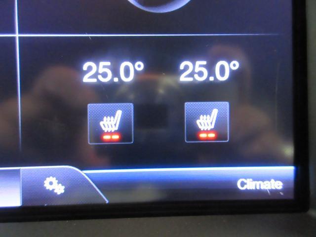 レザーシートに2段階調整可能なシートヒーター♪