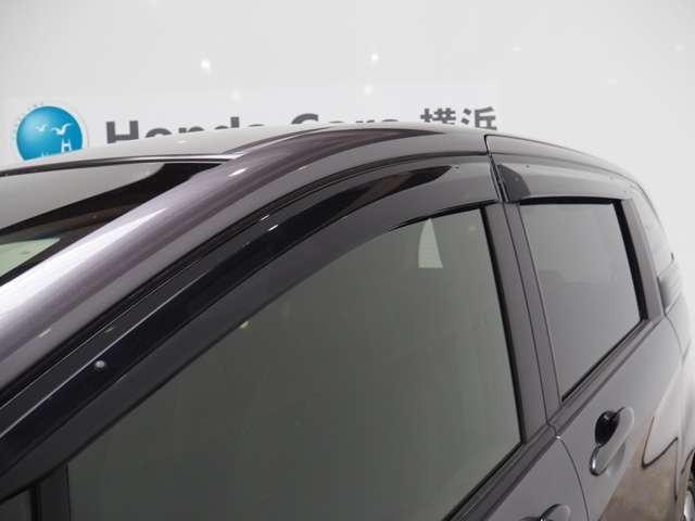 ハイブリッド プレミアムエディション メモリーナビリアカメラドアバイザーHIDヘッドライト両席エアバック両側パワースライドドアスマートキーディスチャージヘッドライトドアバイザー(4枚目)