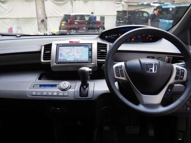 ハイブリッド プレミアムエディション メモリーナビリアカメラドアバイザーHIDヘッドライト両席エアバック両側パワースライドドアスマートキーディスチャージヘッドライトドアバイザー(8枚目)