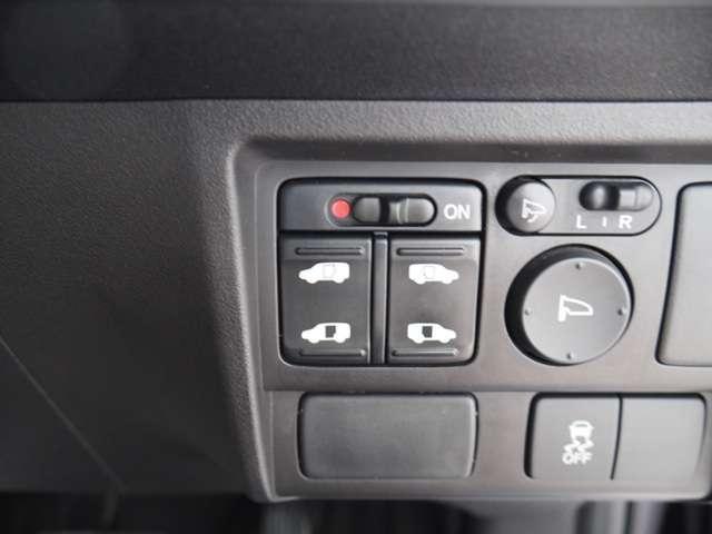 ハイブリッド プレミアムエディション メモリーナビリアカメラドアバイザーHIDヘッドライト両席エアバック両側パワースライドドアスマートキーディスチャージヘッドライトドアバイザー(10枚目)