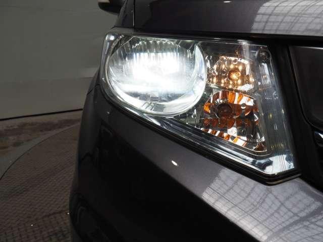 ハイブリッド プレミアムエディション メモリーナビリアカメラドアバイザーHIDヘッドライト両席エアバック両側パワースライドドアスマートキーディスチャージヘッドライトドアバイザー(18枚目)