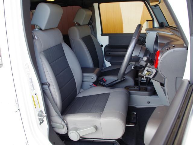 自社での査定に加え、第三者機関に委託し、車両の鑑定を行っております。Goo鑑定はJAAA(日本自動車鑑定協会)に委託し、内外装の状態、走行距離、機関、修復歴を細かくチェック致します。