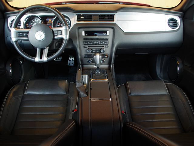 V6プレミアム 2013後期モデル 正規D車 黒革シート(3枚目)