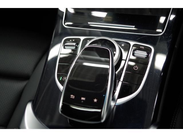 愛車に触れるよろこび、更なる高級感を添えて。BMWが承認する唯一のボディー・コーティング InovectionR?をご準備しております。深い光沢と重厚な艶を実現。深い輝きをいつまでも保ちます。