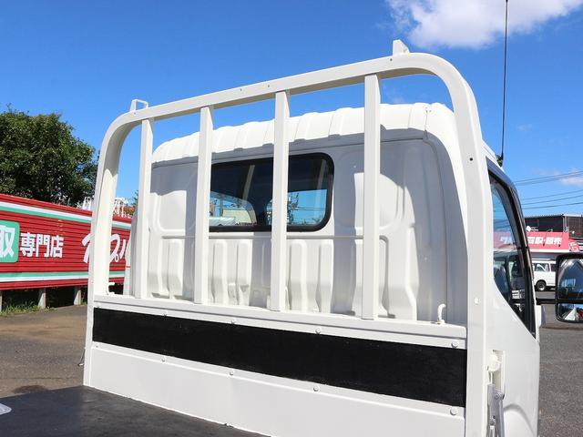 セミロングフルジャストロー 4WD 2000キロ積載 全低床 平ボディ かるがるゲート 5MT 左電格ミラー 荷台内寸357-180-38 スペアキー2本 アシストアイドルアップ 最大積載量2000キロ 車両総重量4865キロ(19枚目)