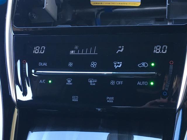 【 左右独立温度コントロールフルオートエアコン 】運転席、助手席それぞれでの温度設定が可能。アイドリングストップ中でも冷たい空気を車室内に送る蓄冷エバポレーターやクリーンエアフィルター(花粉除去付