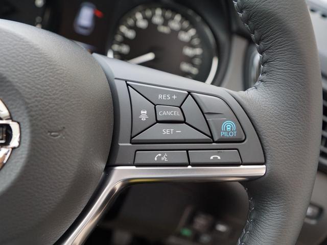 """【 プロパイロット 】高速道路での、単調な""""渋滞走行""""と長時間の""""巡航走行""""。セレナのプロパイロットは、この2つのシーンで、ドライバーに代わってアクセル、ブレーキ、ステアリングを自動で制御してくれます"""