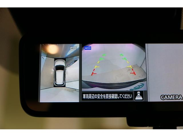 【 アラウンドビューモニター 】クルマの真上から見ているかのような映像によって、周囲の状況を知ることで、駐車も安全に行えますね