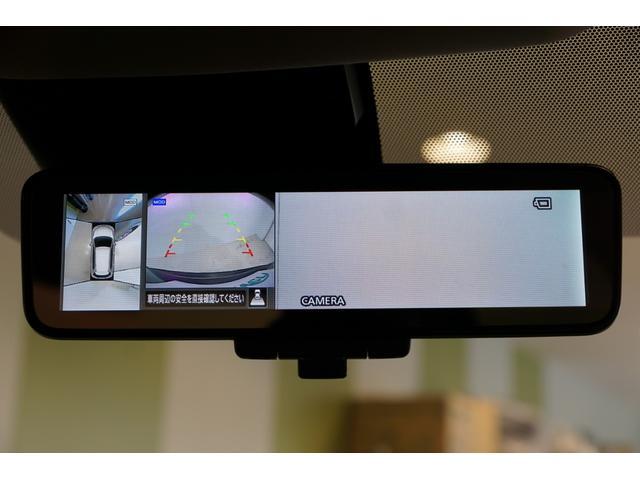【 スマートルームミラー 】ルームミラーと後方カメラ画像をワンタッチで切り替える事ができます。後方カメラを使うことで後席の荷物や乗員、ピラーによって後方視界が遮られることなく後方を確認できます