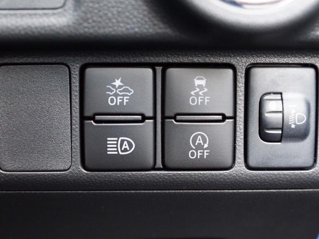 【 衝突警報機能 衝突回避支援ブレーキ機能 】走行中に前方の車両と歩行者を認識し、衝突の危険性があると判断した場合にドライバーへ注意喚起。さらに危険性が高まった場合には緊急ブレーキで減速