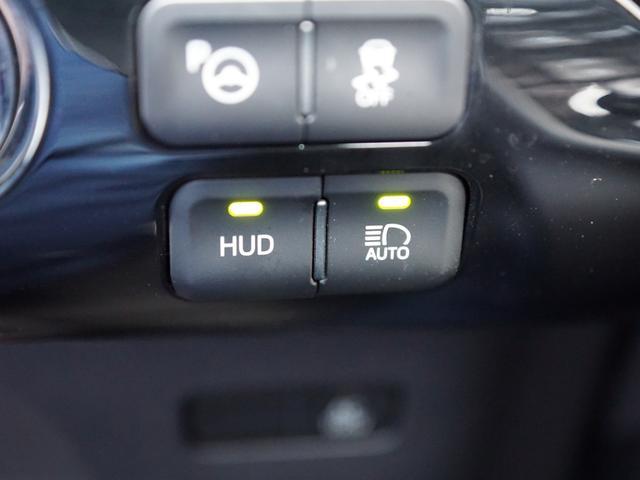 【 シンプルインテリジェントパーキングアシスト 】駐車したいスペースの前で停車し、スイッチを押すだけで、適切な後退開始位置への誘導と後退駐車のためのステアリング操作のみ自動でアシストします。