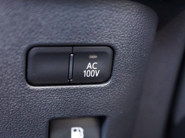 【 アクセサリーコンセント(非常時給電システム付) 】家庭用と同じコンセント(AC100V・1500W)を、車内2カ所に設置。パソコンなどの電気製品*2に対応し、走行中も使用することができます。