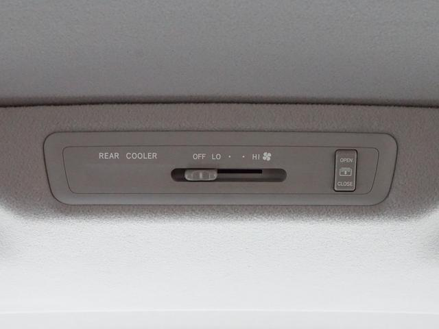 【 リヤクーラー 】後席からでもON/OFFや風量の調節が可能です!