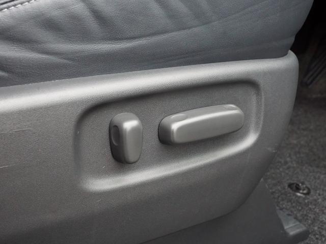 【 運転席パワーシート 】無段階調節可能なシートはロングドライブも快適なポジションへと動かすことが可能です!