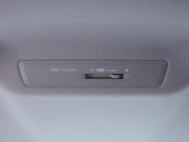 【 リヤクーラー 】後席でも空調のON/OFFや風量の強弱を調整することが可能です!