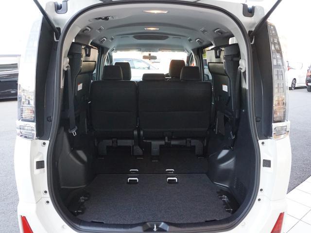 【 ラゲッジスペース 】跳ね上げ式のサードシートにより大容量の荷室を確保できますね!