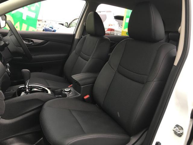 【 運転席 / 助手席 】革シートとなっております