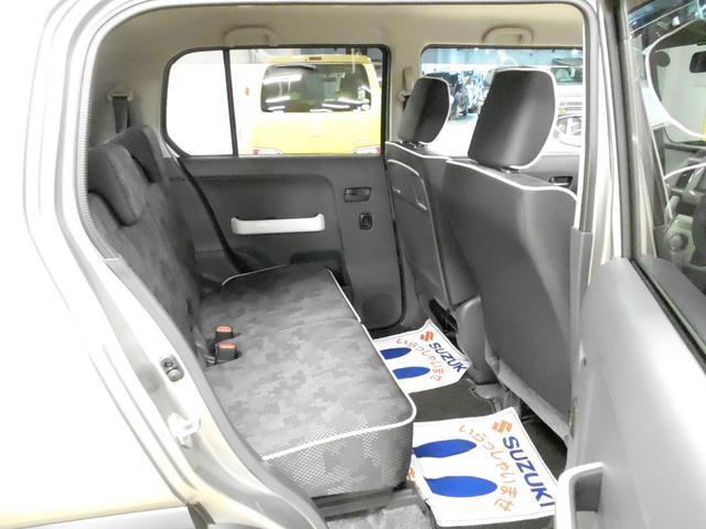 後席の足元スペースもしっかり確保されています☆