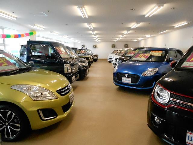 2階室内展示場にも30台程の中古車がございます
