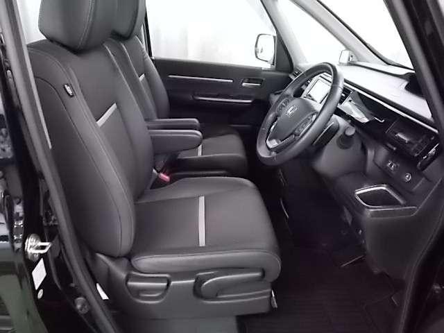 上質な質感とゆったり感と満足感が感じられるドライバーシート♪高さ調整も可能です!