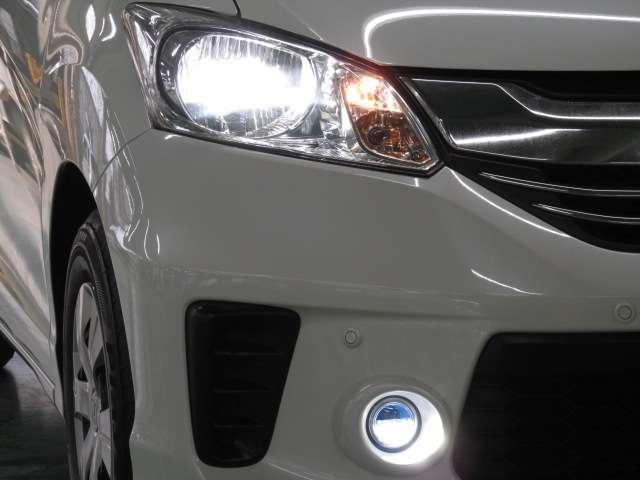 ディスチャージヘッドライト&ハロゲンフォグ装備!夜間の運転が楽になりますよ!