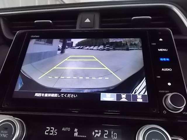 【リアカメラ】ギアをバックに入れていただくと自動的にモニターが切り替ります。ガイドライン付で距離感もつかめて車庫入れも安心! 目視確認もお願い致します。