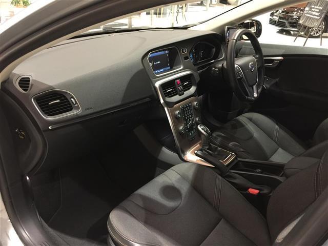 ボルボ ボルボ V40 クロスカントリー T5 AWD