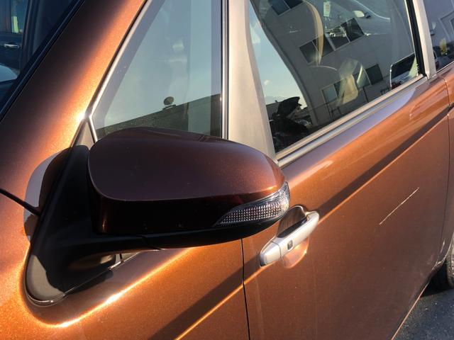 【ウィンカー付きサイドミラー】対向車からも認識されやすく、デザイン性もばっちりです。
