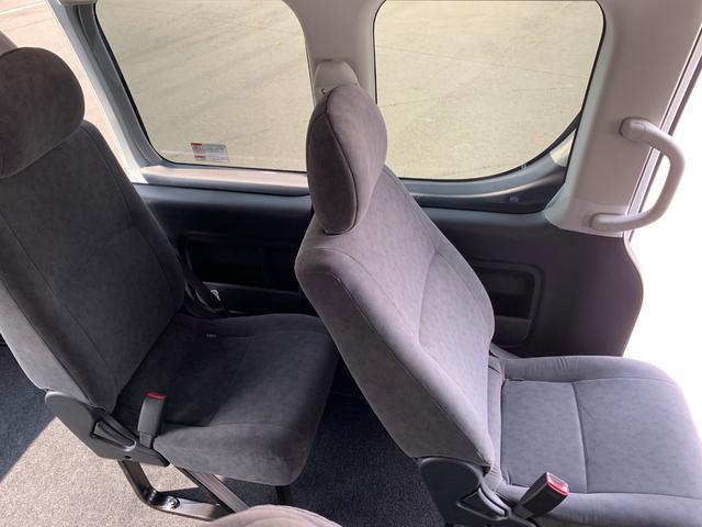 グランドキャビン 4WD 10人乗り 登録済未使用車 LED(18枚目)