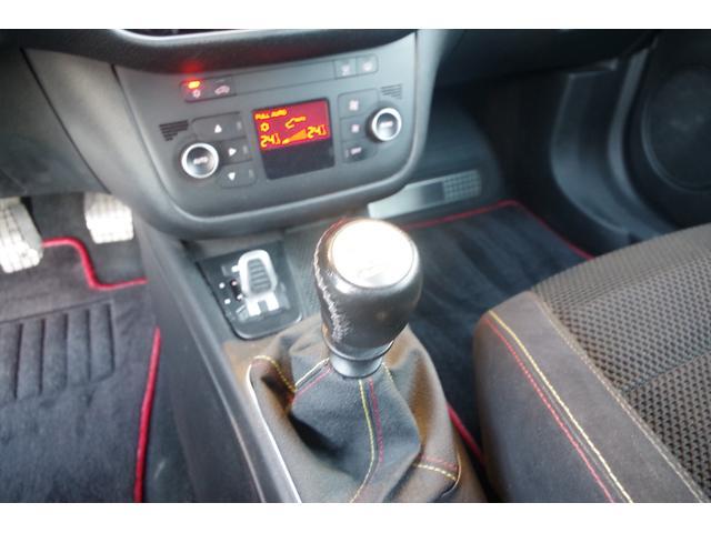 ベースグレード ・社外ポータブルメモリナビ・ワンセグTV・バックカメラ・アルカンターラシート・ヒルホールドシステム・TTC(トルクトランスファーコントロール)・アイドリングストップ・ETC・左ハンドル・6速マニュアル(11枚目)