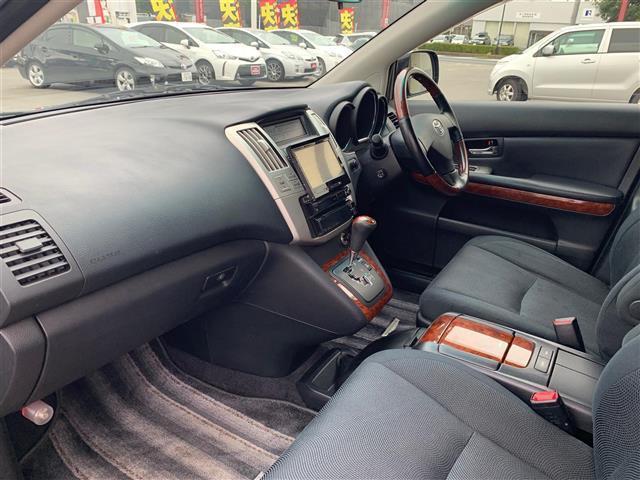240G プレミアムLパッケージ 車検令和3年5月・社外ナビ(8枚目)