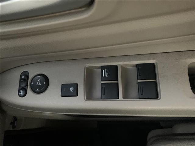 G・Aパッケージ AM/FM/CD/AUX/USB/ipod/プッシュスタート/ETC/横滑り防止装置/電格ミラー/純正フロアマット/エアバック/AAC/スマートキー(18枚目)