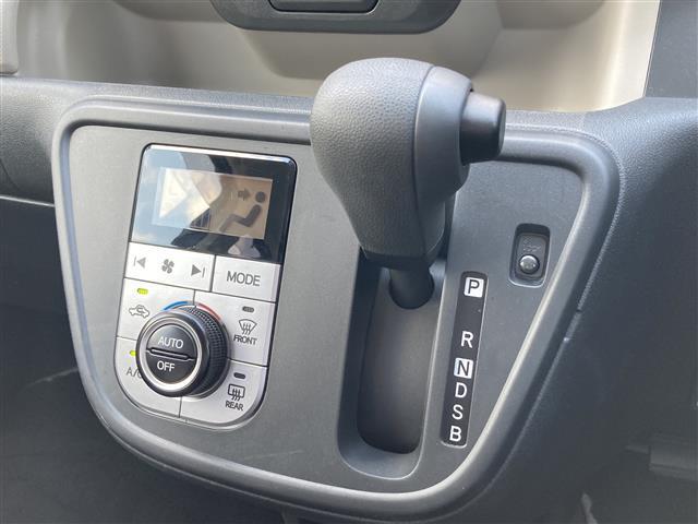 モーダ S 4WD 純正ナビ CD/DVD/SD/BT/フルセグ 衝突被害軽減ブレーキ 横滑防止装置 アイドリングストップ ステアリングスイッチ ワイパーデアイサー シートヒーター HID バックカメラ ETC(11枚目)