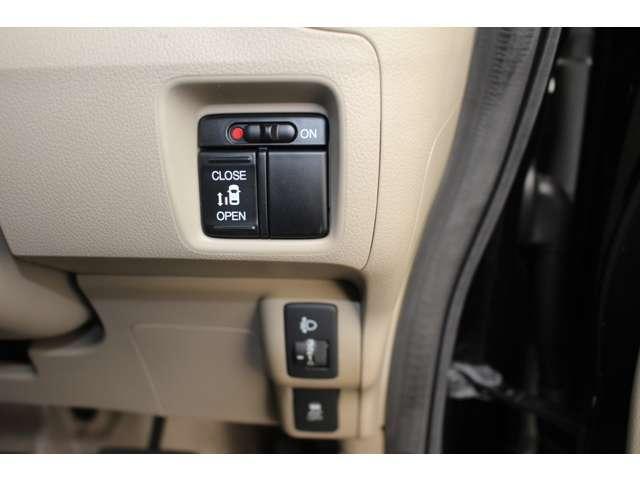 片側電動パワースライドドアは、室内運転席からも開閉操作可能。