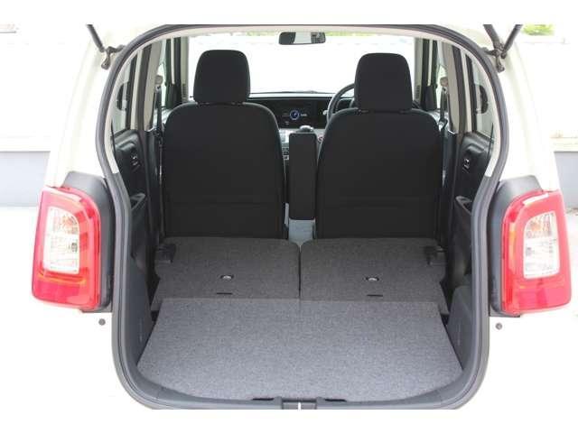 後席をワンアクションで倒す事が可能です。軽自動車とは思えないほどのビッグラゲージスペースに早変わり
