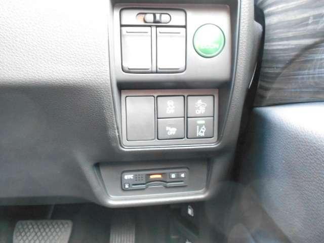 使い勝手の良い両側電動スライドドア仕様です。   今では必需品となったETC車載器付いてます。