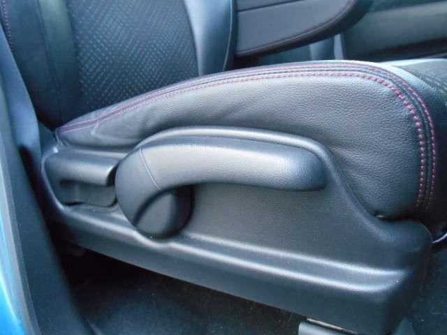 運転席はハイトアジャスター付きですのでシートの高さも調節できます。