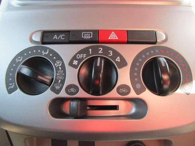 マニュアルエアコン装備でお好みの温度、風量調整が可能です!
