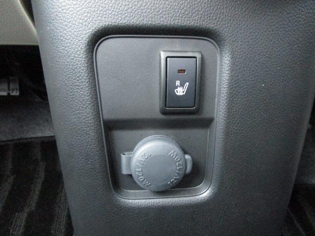 運転席側シートヒーターが装備されています。