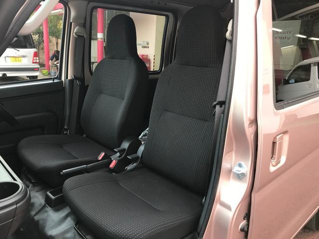 フロントシートはフルファブリックシート(撥水加工)になります。