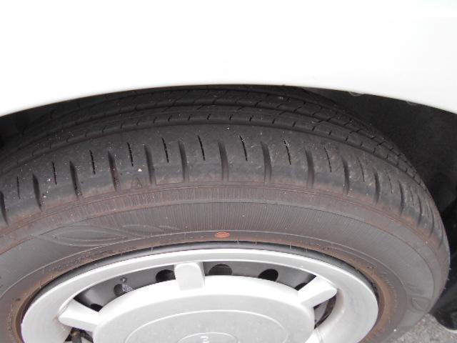 タイヤ残り溝たくさんあります