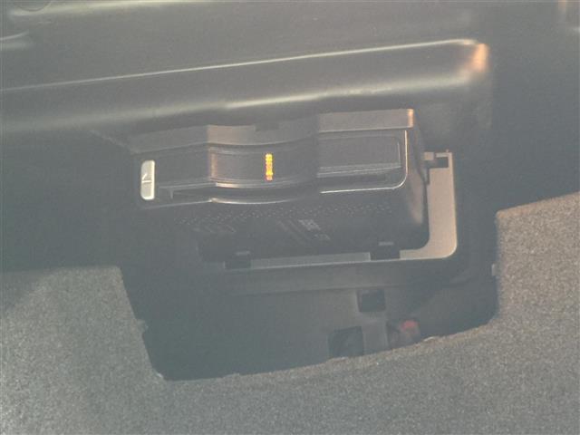 CLA180 AMG スタイル サンルーフ メーカーナビ フルセグTV CD DVD Bluetoothオーディオ Bカメラ スマートキー プッシュスタート LEDオートライト 前席パワーシートヒーター Rクルコン 衝突軽減ブレーキ(31枚目)