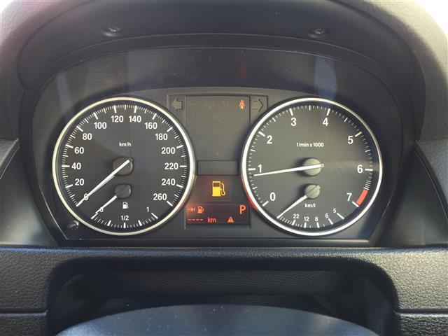 sDrive 20i Mスポーツ 4WD 純正オーディオ AM FM CD AUX サンルーフ スマートキー ルームミラー内蔵ETC プッシュスタート アイドリングストップ オートライト 横滑り防止装置(4枚目)