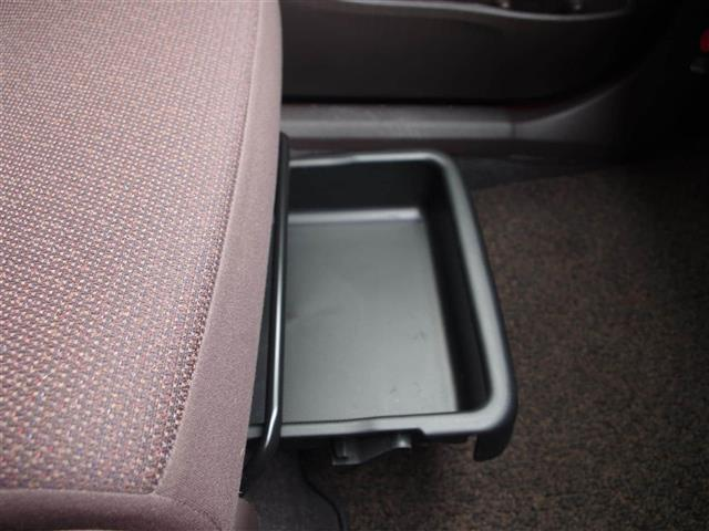 【助手席シートアンダーボックス】深い収納スペース♪