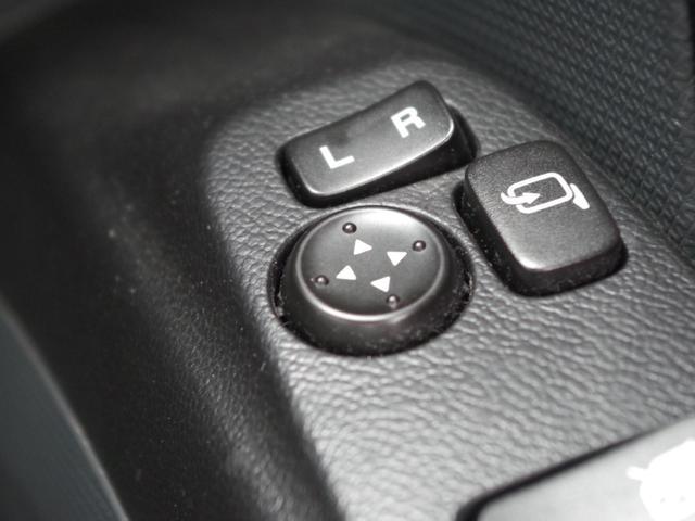 【電動格納ミラー】ボタンひとつで簡単にミラー操作ができます♪