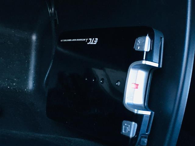 Z 社外HDDナビ CD DVD再生 フルセグTV バックカメラ ETC パドルシフト 横滑り防止装置 HIDヘッドライト(7枚目)