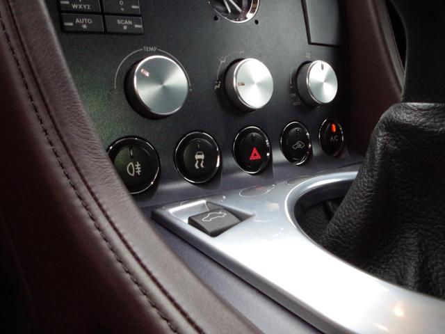 「アストンマーティン」「アストンマーティン V8ヴァンテージ」「クーペ」「東京都」の中古車11